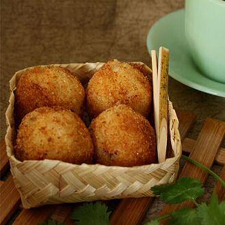 Makkelijk recept om lekkere bitterballen te maken die niet openspringen in je frituurvet tijdens het bakken