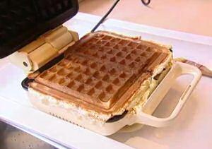 Brusselse wafels gebakken in het wafelijzer volgens een recept met veel eiwit en geen gist