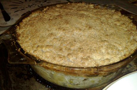 Vegetarisch hartige taart recept met een lekkerse saus van prei, gebakken onder een crumbledeeg met kaas