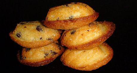 Madeleines recept gebakken met chocoladekorrels