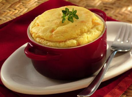 Makkelijk souffle recept met kaas, witte saus, kruiden en puree van pastinaak